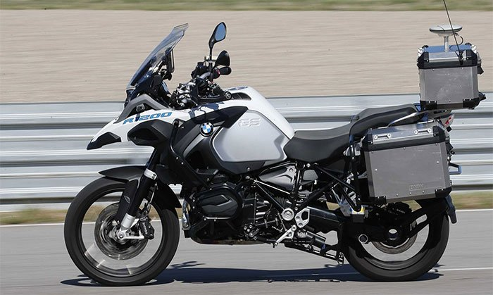 BMW unveils self-driving motorcycle concept