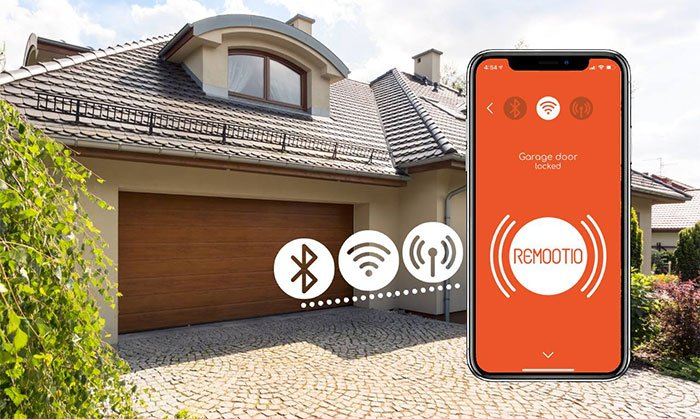 Control or monitor your gates from your smartphone
