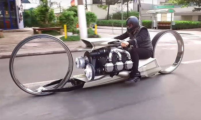 Motorcycle with hubless rims and an aircraft engine