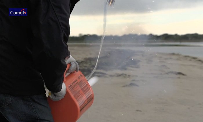 Self-contained linethrower for marine rescue operations