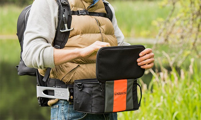 Paxis: Swinging backpack for quick access to your gear