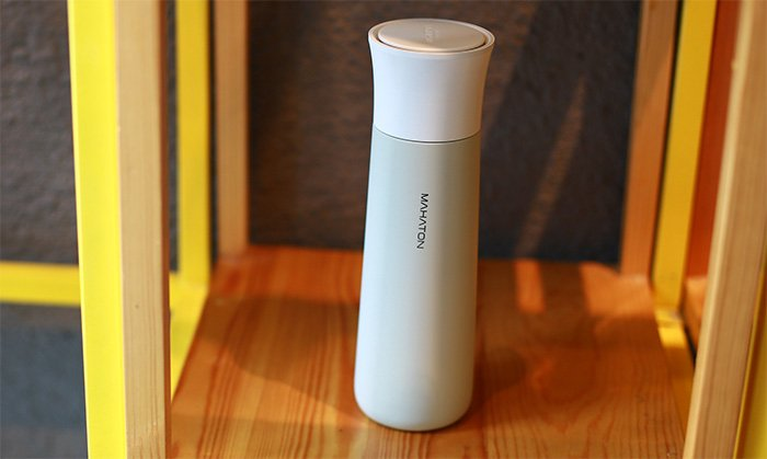 Mahaton self-cleaning water bottle with wireless charging