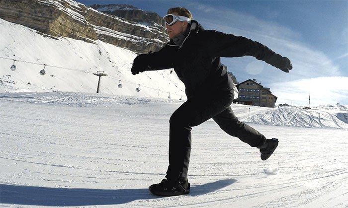 Snowfeet: Portable ski-shoe attachments turn your boots into mini skis!