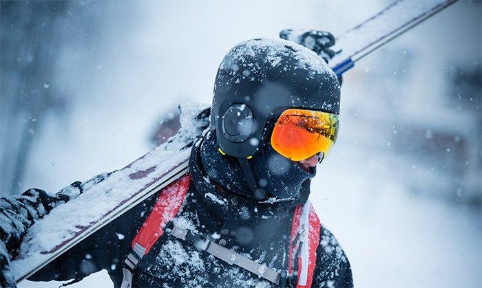 The UNIT 1 Ski Helmet: Wireless audio & walkie-talkie
