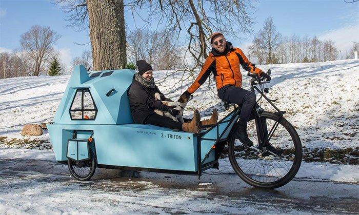 Z-Triton-House-Boat-Trike-On-Land