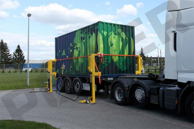 MOVEit Unloading Mobile Solar Container